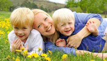 Новый закон увеличит количество получателей детских пособий
