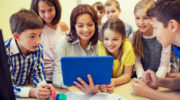 Студенты смогут на законных основаниях работать в школе