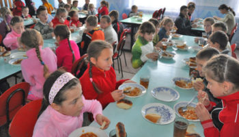 Ученики младших классов получат обязательное горячее питание