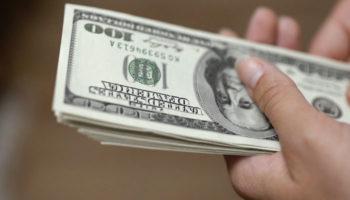 За валютные вклады клиентам придется доплачивать банкам