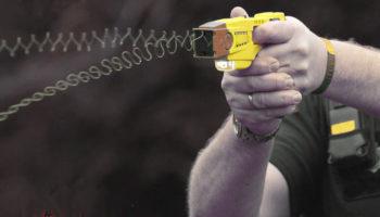 Авиадебоширов разрешат усмирять электрошокерами