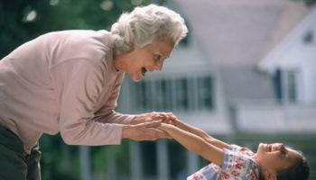 Бабушкам хотят дать законное право воспитывать внуков