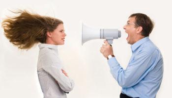 Чиновников предлагают наказывать за оскорбление граждан