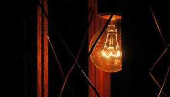 Тарифы на электроэнергию решили подрезать по среднему