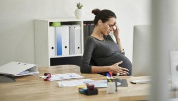 Беременным отказали в оплаченных больничных на период эпидемии