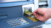Чем грозит россиянам плата за выпуск банковских карт