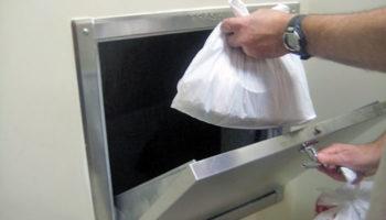 Во всех многоэтажках России хотят заварить мусоропроводы