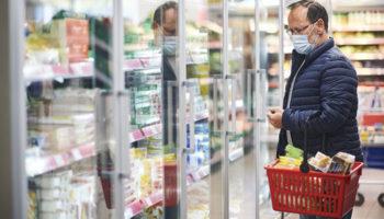 Пенсионерам и малоимущим предложили возмещать НДС за покупку продуктов